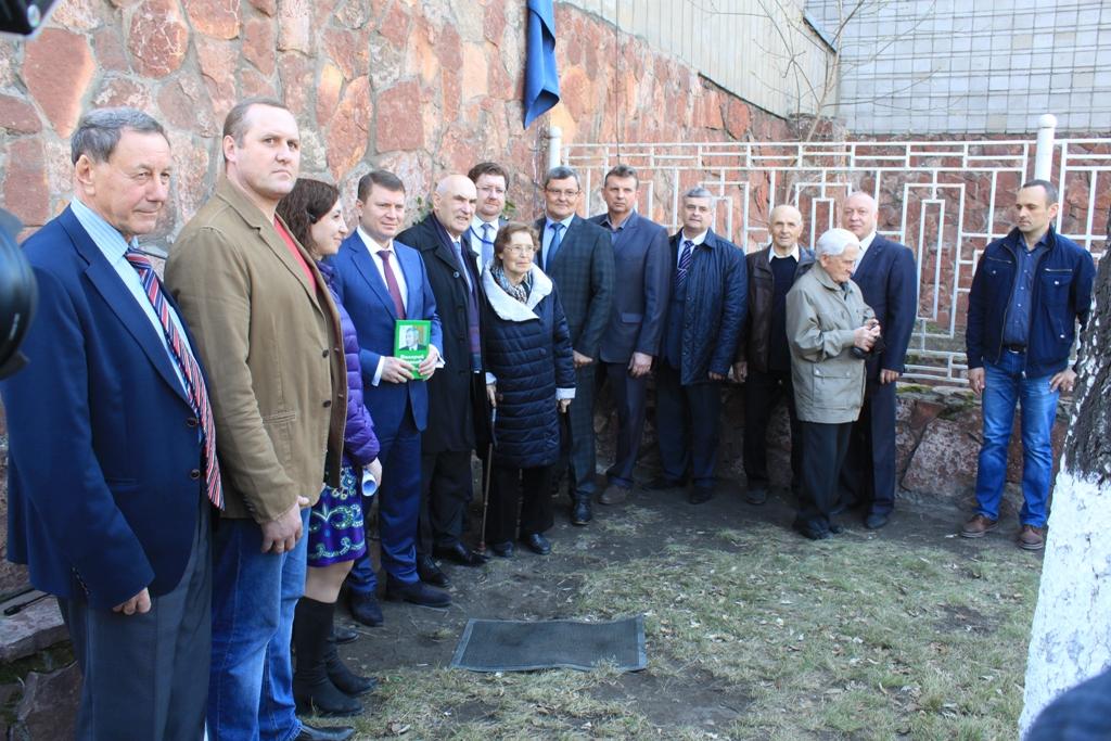 Открытие мемориальной доски памяти Валерия Глотова