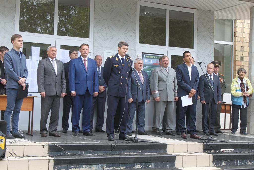 Торжественная линейка в Красноярском институте железнодорожного транспорта